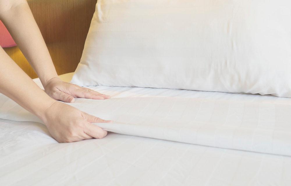 Comment plier un drap housse en deux minutes ?